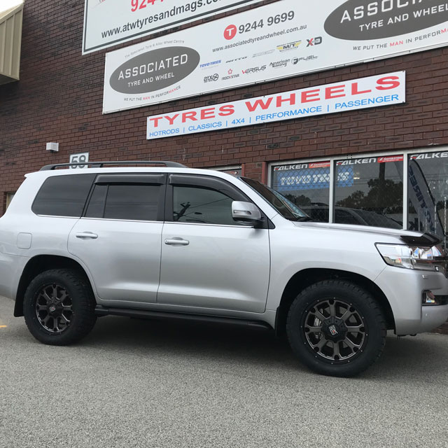 20 inch Nitto Terra Grappler tyres on 200 series Landcruiser