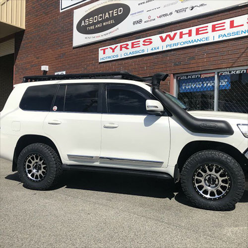 Method Race Wheels NV305 18inch on 200 series Landcruiser