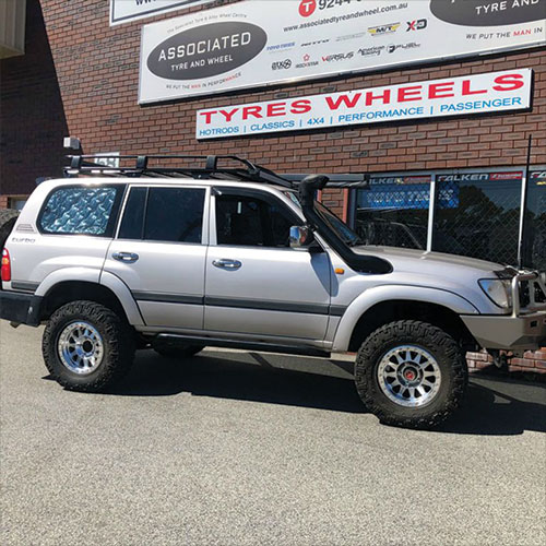 Method Race Wheels MR101 17 inch beadlocks on 100 series Landcruiser