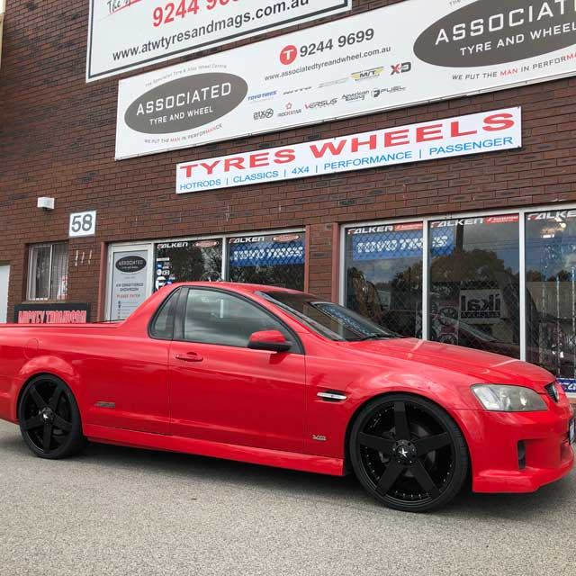 ve commodore with rims 22 inch