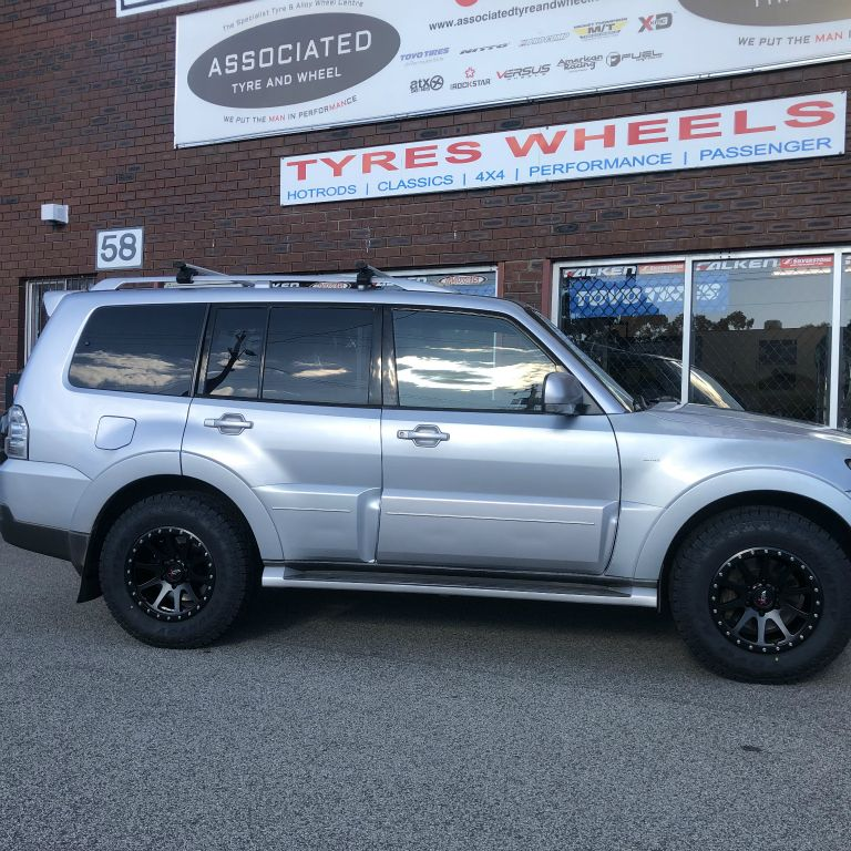 17 inch offroad armour grinder rims on mitsubishi pajero